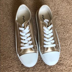 NWOT Qupid gold converse style shoe